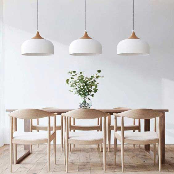 Do kuchyne v škandinávskom štýle sú tieto jedálenské stoličky ako stvorené. Zdroj: Pinterest.com