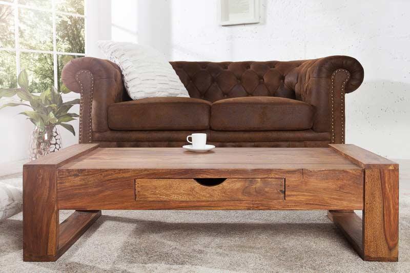 Ručne vyrobený konferenčný stolík so zapadajúcou zásuvkou pre viac úložného priestoru vyzerá naozaj krásne. Zdroj: iKuchyne.sk