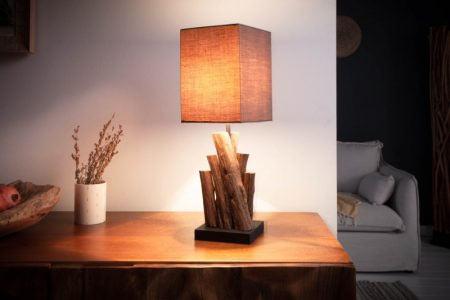 Nezabúdajte na presvetlenie priestoru, napr. takouto štýlovou lampou z nášho e-shopu. Zdroj: iKuchyne.sk