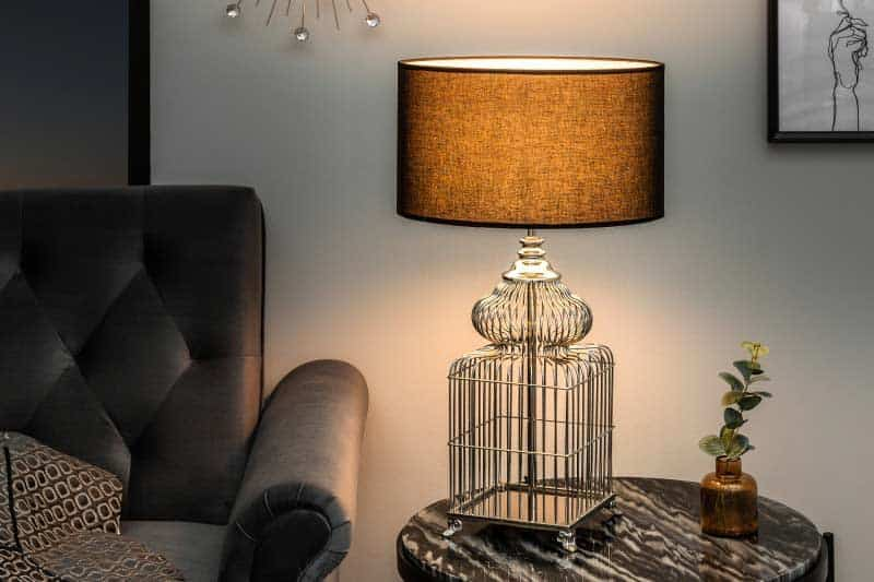 Urobte si radosť elegantnou nadčasovou lampou s pomyselnou vtáčou klietkou. Zdroj: iKuchyne.sk