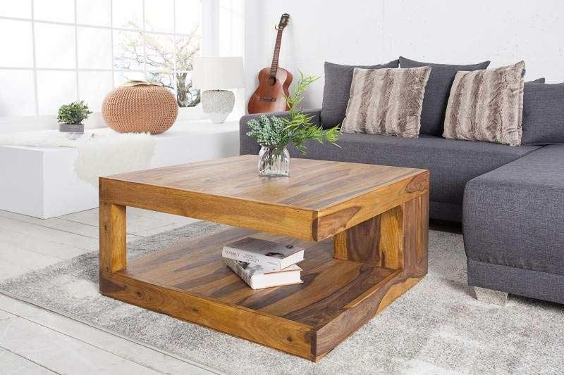 Drevený konferenčný stolík atypického tvaru rozžiari každú obývaciu izbu. Zdroj: iKuchyne.sk