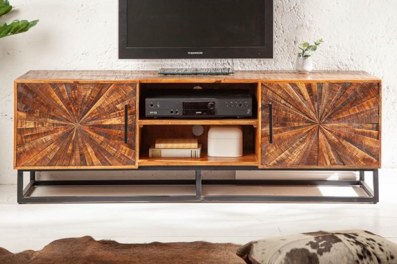 Čo poviete na tento TV stolík z masívneho mangového dreva s krásnou povrchovou úpravou? Zdroj: iKuchyne.sk