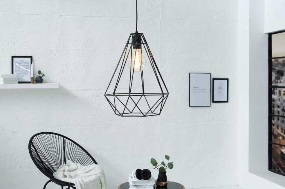 Industriálne svietidlá zo série Cage sa nesú v jednoduchom, no pútavom dizajne. Zdroj: iKuchyne.sk