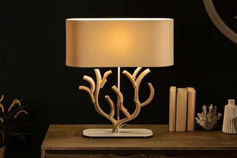Naproti dizajnovej lampe umiestnite zrkadlo, ktoré pomôže vytvoriť viac svetla. Zdroj: iKuchyne.sk