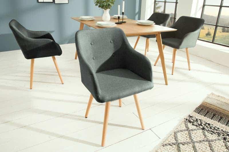 V škandinávskej kuchyni je veľa priestoru a nielen jedálenské stoličky si nájdu svoje miesto. Zdroj: iKuchyne.sk