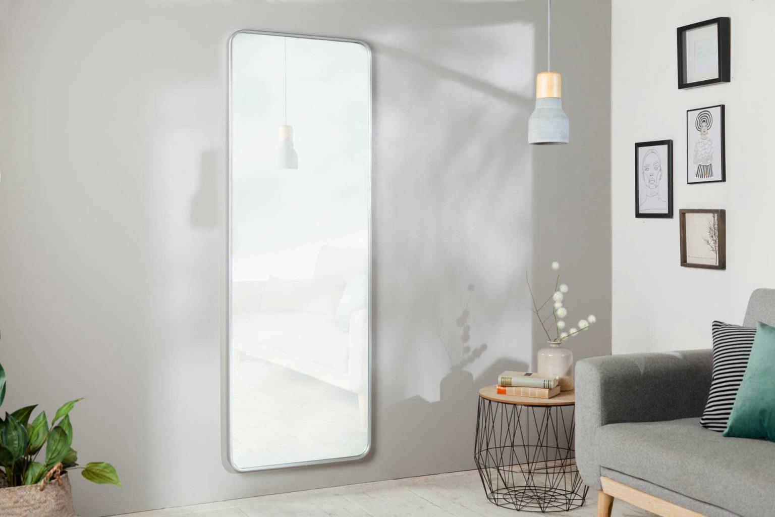 Zrkadlo dopomôže k osvetleniu priestoru a prirodzenému rozptylu slnečného svetla. Zdroj: iKuchyne.sk