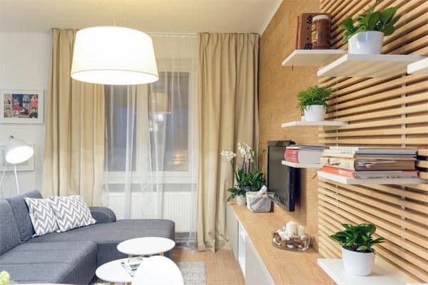 Obývačka s kvetmi, ktoré privodia pocit prírody. Zdroj: Pinterest.com