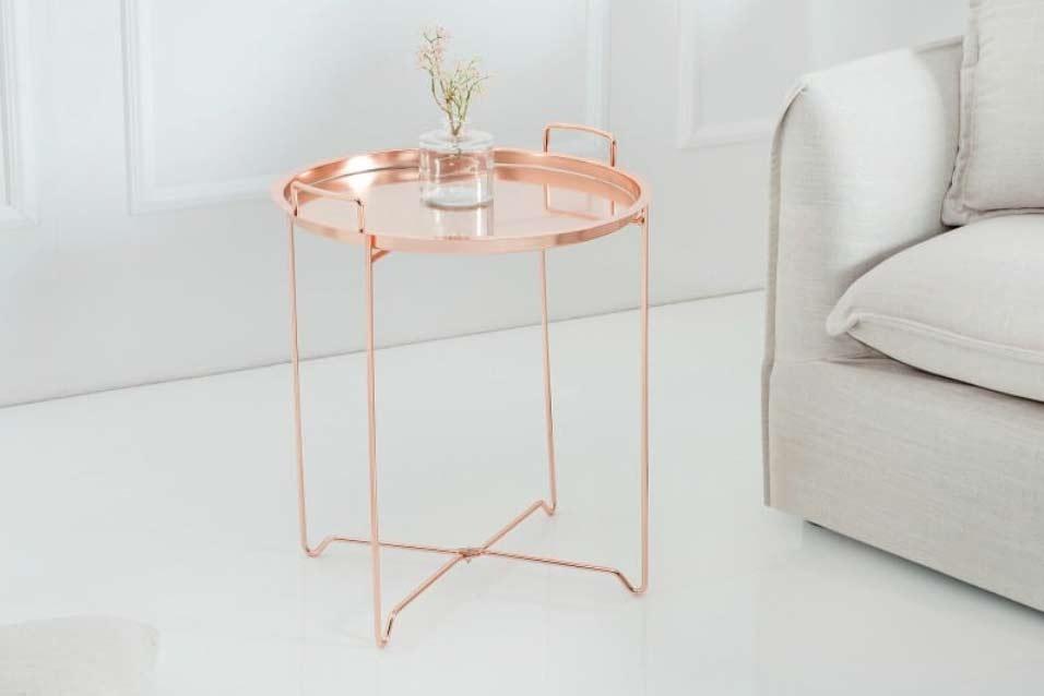 Celomedený konferenčný stolík s elegantnými líniami. Zdroj: iKuchyne.sk