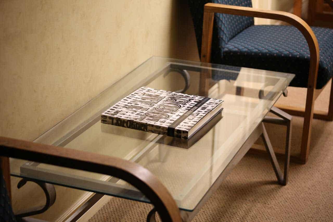Sklenený nábytok, ktorý skrášli váš domov. Zdroj: Pixabay.com