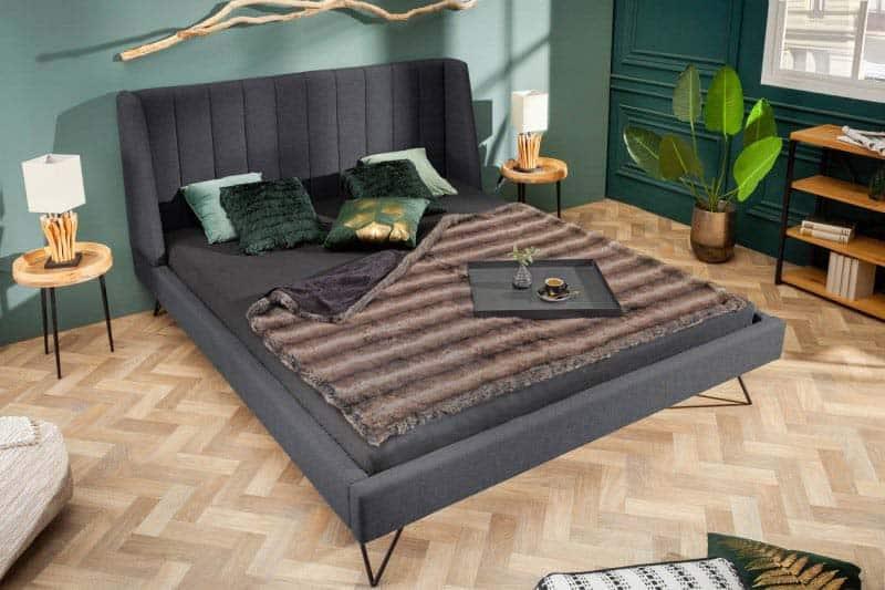Naša kvalitná čalúnená posteľ LA BEAUTE v trendy retro štýle je presne to, čo potrebujete. Zdroj: iKuchyne.sk