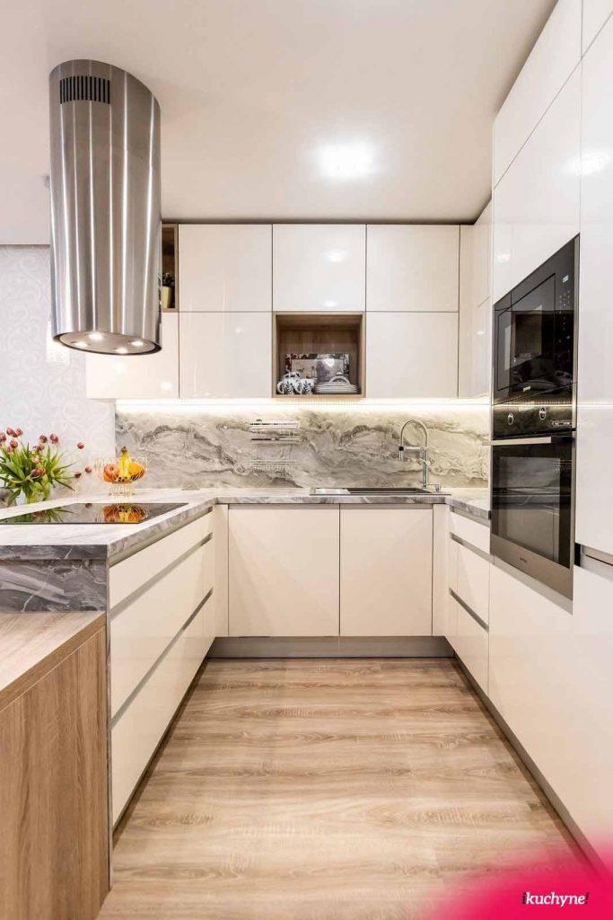 Luxusné doplnky môžu byť dominantou kuchyne. Ako napríklad tento digestor. Zdroj: iKuchyne.sk