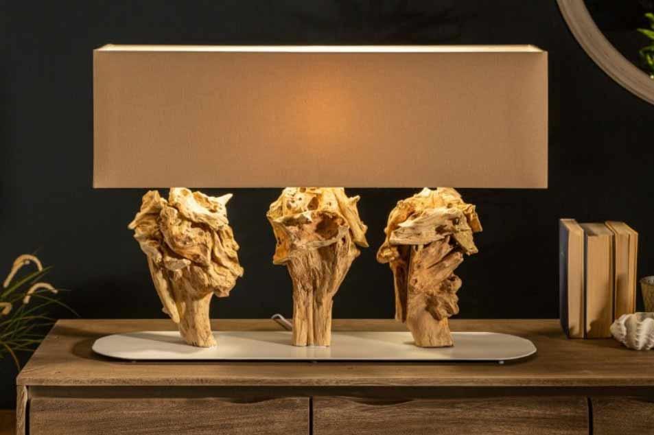 Nádherná stolová lampa z naplaveného dreva. Zdroj: iKuchyne.sk