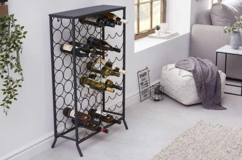 Doprajte si výnimočný pocit z vášho interiéru vďaka regálu Storage. Zdroj: iKuchyne.sk