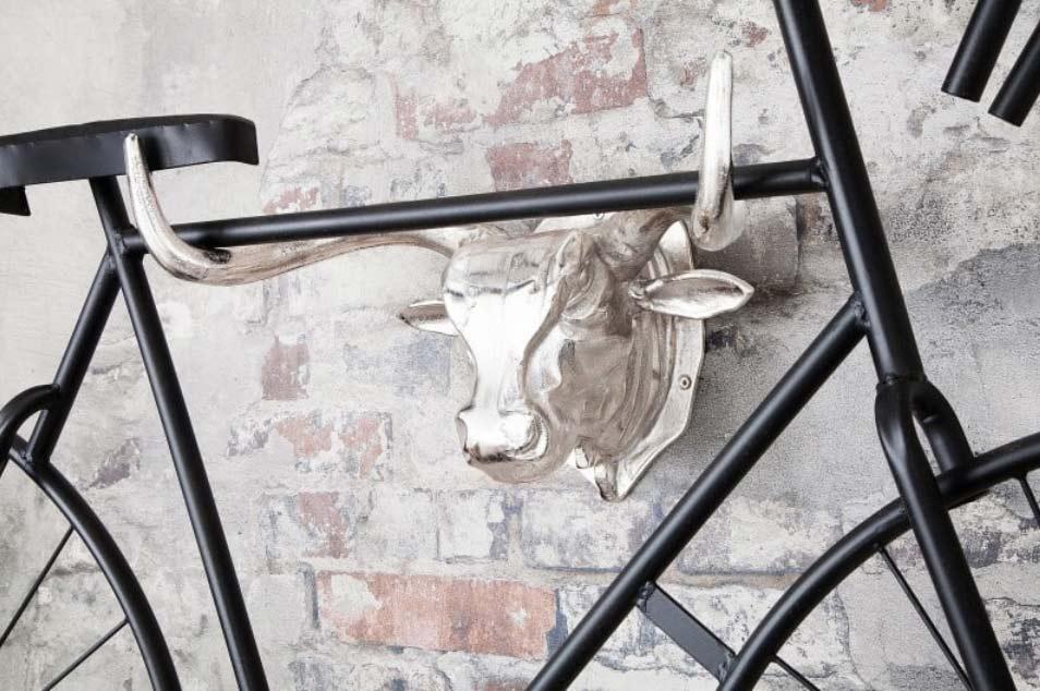 Priemyselný vzhľad interiéru podčiarkne aj dvojica materiálov oceľ a hliník. Zdroj: iKuchyne.sk