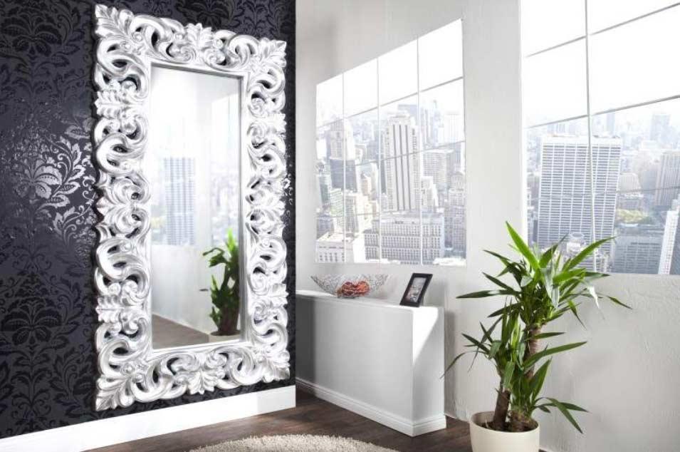 Zrkadlo so zaujímavým moderným rámom by v takejto spálni nemalo chýbať. Zdroj: iKuchyne.sk