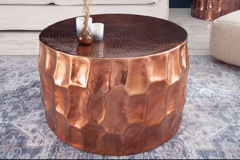 Medené doplnky v kombinácii s týmto stolíkom budú neodolateľné. Zdroj: iKuchyne.sk
