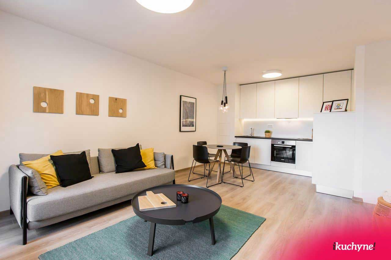 Užite si viac miesta, ktoré poskytne otvorený, keď je spojená kuchyňa s obýývačkou. Zdroj: iKuchyne.sk