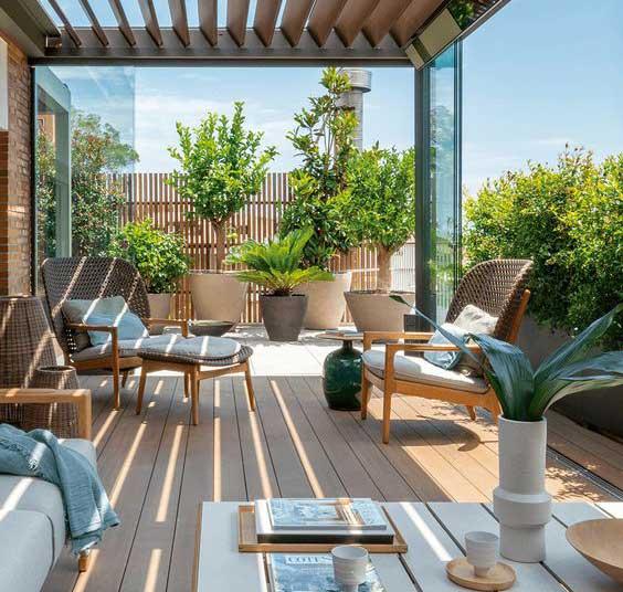 Letná terasa a čo by na nej nemalo chýbať. Zdroj: Pinterest.com