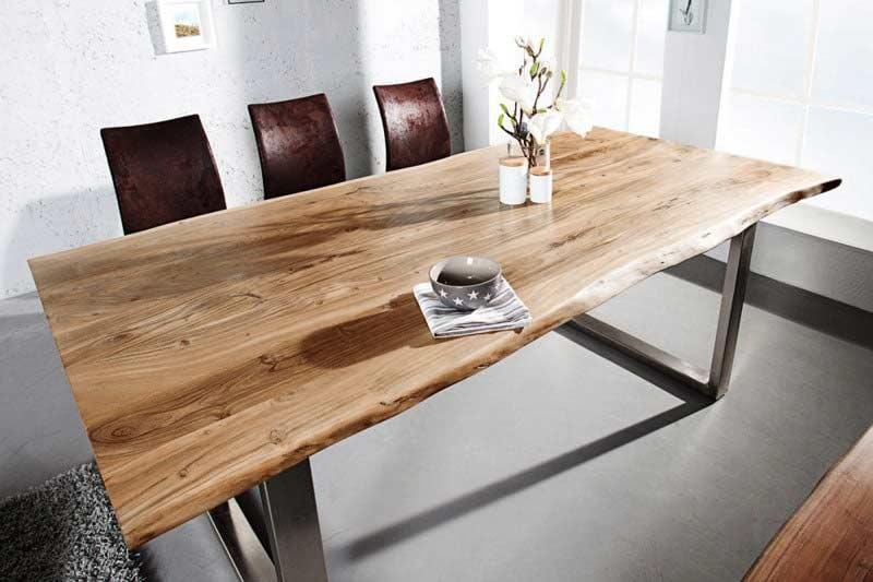 Nádherný jedálenský stôl s oceľovým rámom sa bude krásne vynímať. Zdroj: iKuchyne.sk