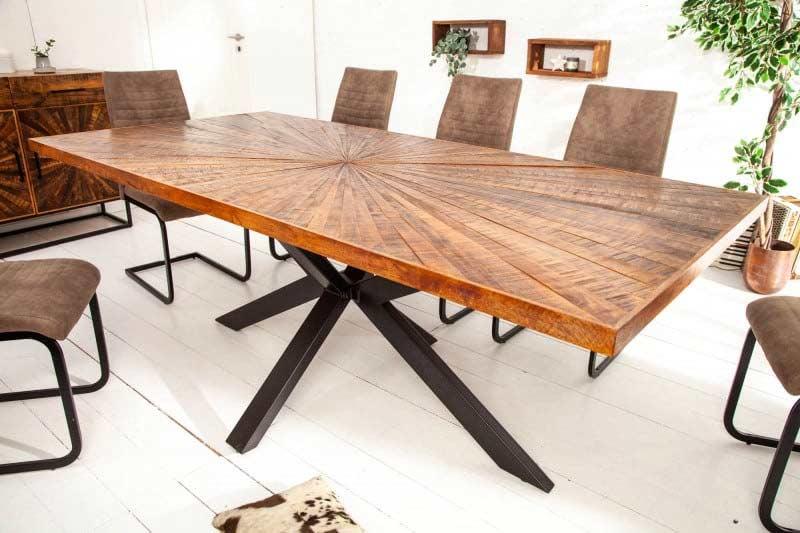 Tento jedálenský stôl s krásnym vzorom zaujme už na prvý pohľad. Zdroj: iKuchyne.sk