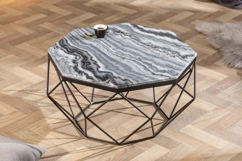 Mramorový konferenčný stolík v diamantovom tvare je zaujímavý a vkusný zároveň. Zdroj: iKuchyne.sk