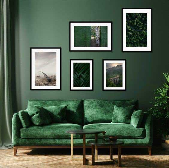 Výrazný odtieň, ktorý monochromatický štýl oživí. Zdroj: Pinterest.com