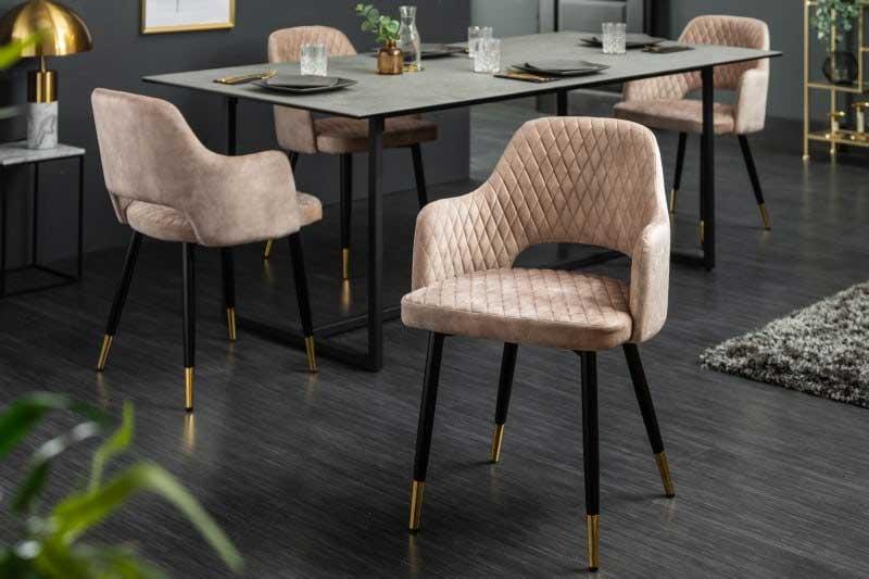 Máte radi moderný štýl? Túto vkusnú béžovoružovú jedálenskú stoličku so zamatovým poťahom si zamilujete. Zdroj: iKuchyne.sk
