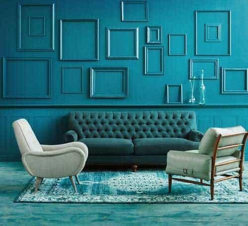 Čo poviete na tento monochromatický interiér v modrých odtieňoch? Zdroj: Pinterest.com