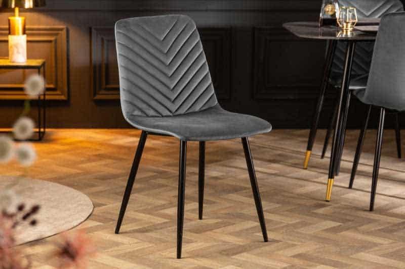 Krásna, pohodlná a komfortná stolička s kvalitným zamatovým poťahom. Zdroj: iKuchyne.sk