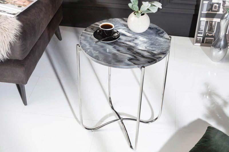Elegantný konferenčný stolík v sivom mramore. Zdroj: iKuchyne.sk