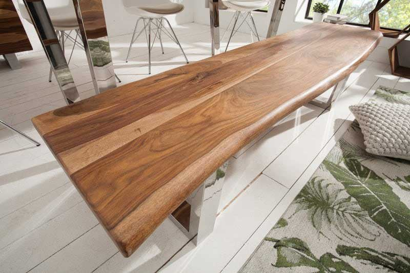 Krásna lavica z masívneho dreva. Zdroj: iKuchyne.sk