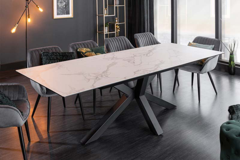 Jedálenský stôl Eternity z bieleho mramoru sa skvele hodí do jedálne alebo kuchyne. Zdroj: iKuchyne.sk