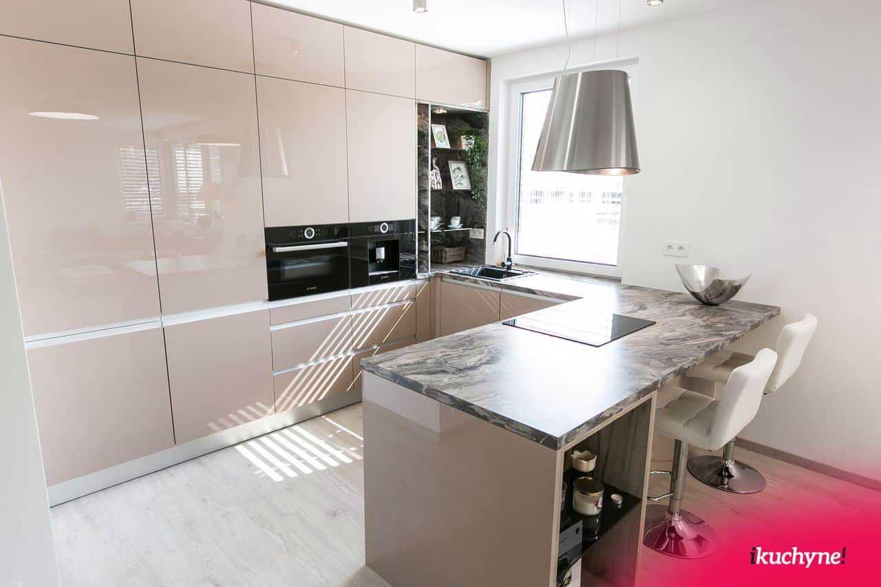 Obľúbená kuchyňa v tvare do U. Zdroj: iKuchyne.sk