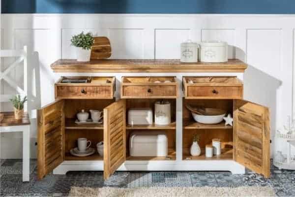 Kúsok z masívneho dreva v kuchyni. Zdroj: iKuchyne.sk