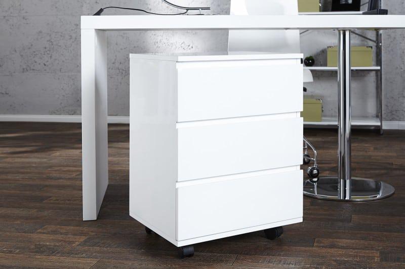 Jednoduchá skrinka so šuflíkmi je univerzálna, praktická a ľahko ju skombinujete s ostatným nábytkom. Zdroj: iKuchyne.sk
