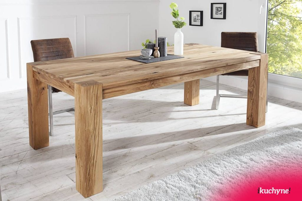 Na obrázku vidíte masívny jedálenský stôl z dubového dreva