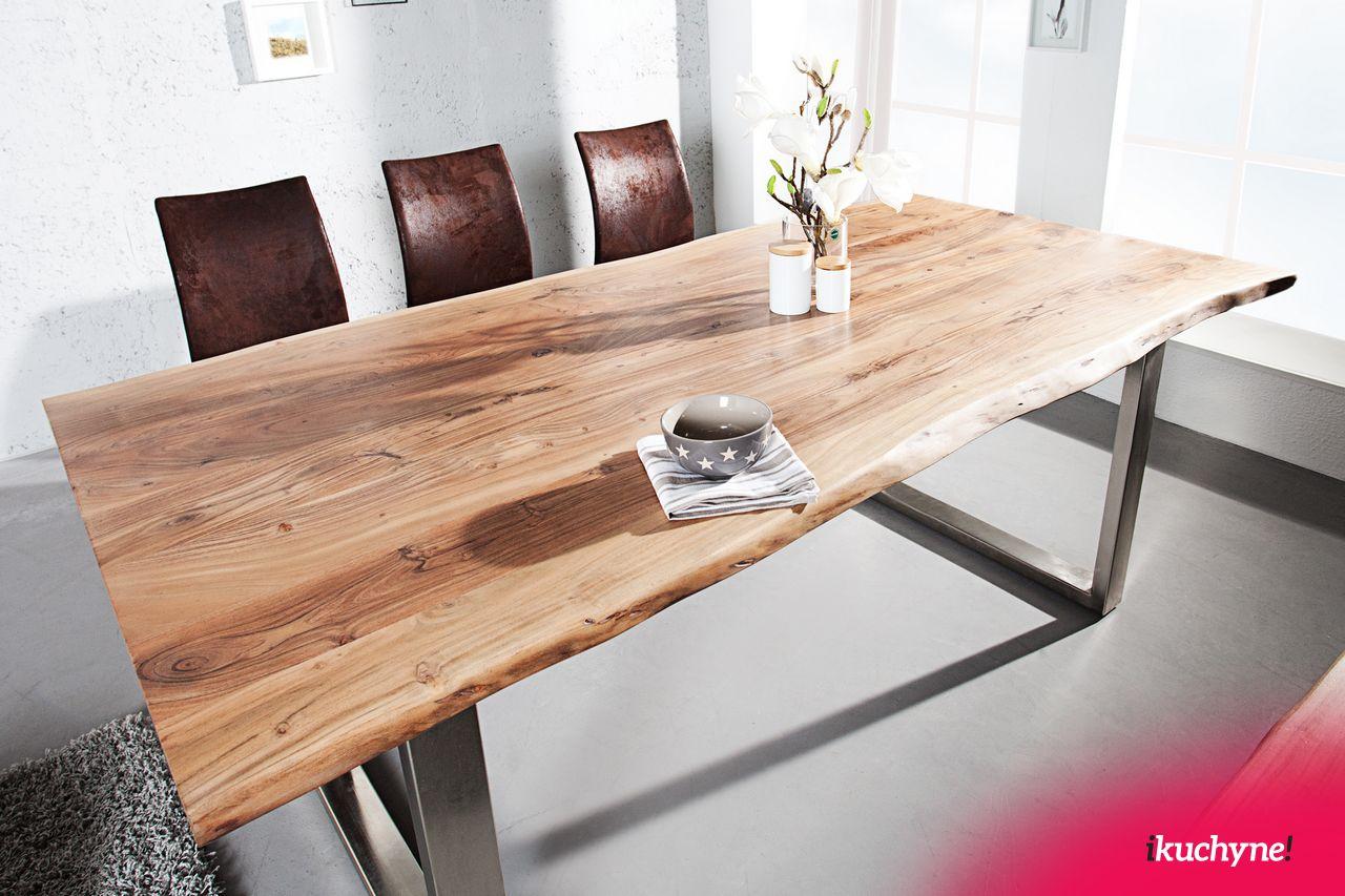 Krásny jedálenský stôl s nepravidelnými hranami prinesie prírodu do Vášho domova