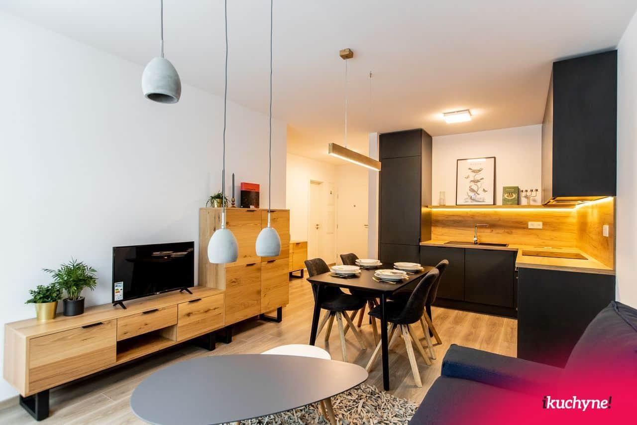 antracitová kuchyňa s obývačkou