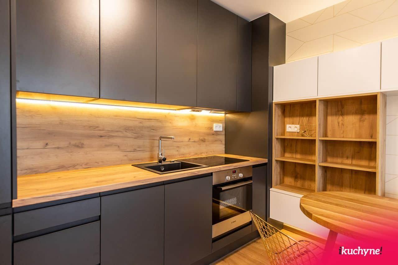 prepojenie obývačky a kuchynskej linky