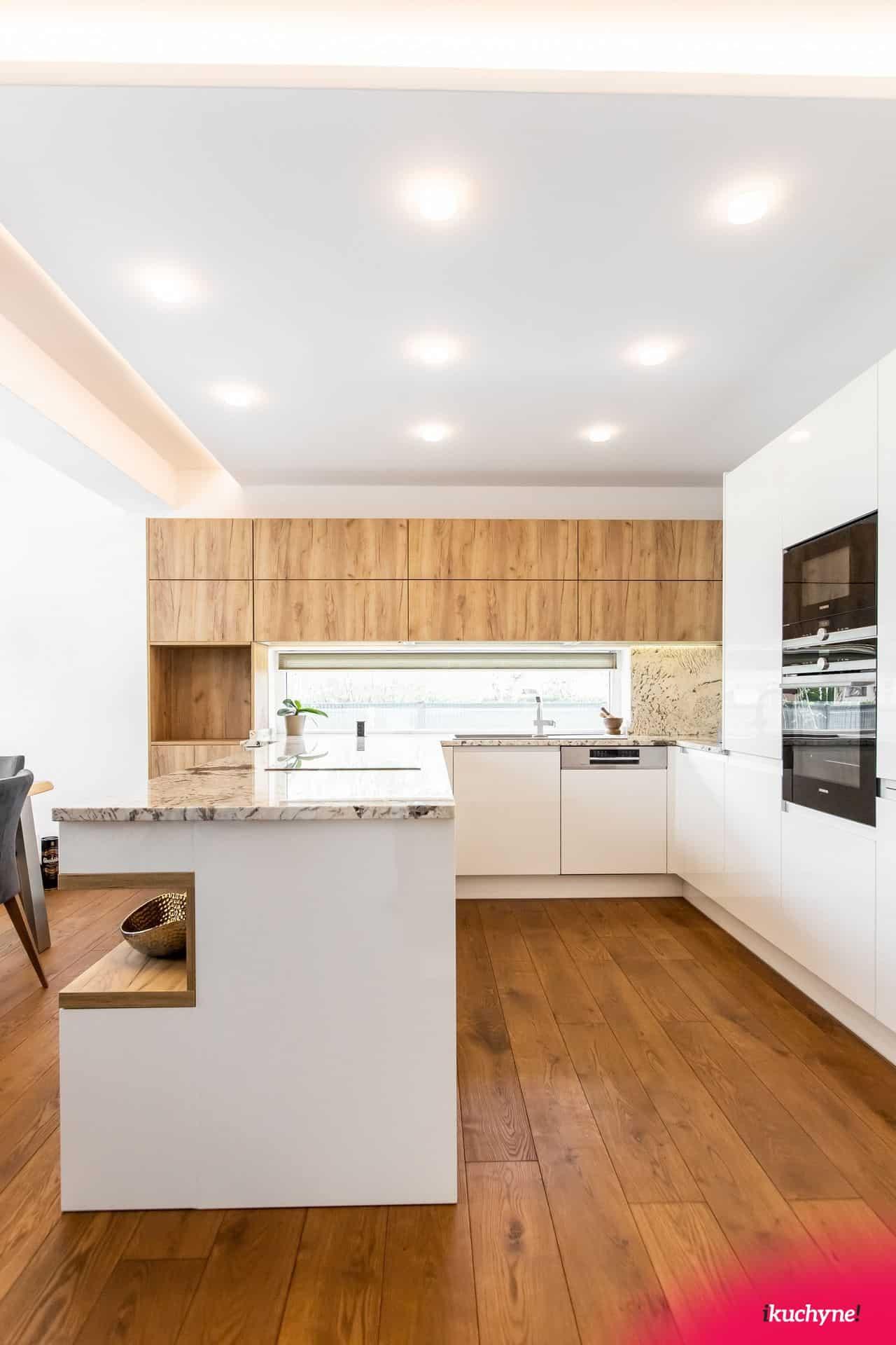 lesk kuchyna