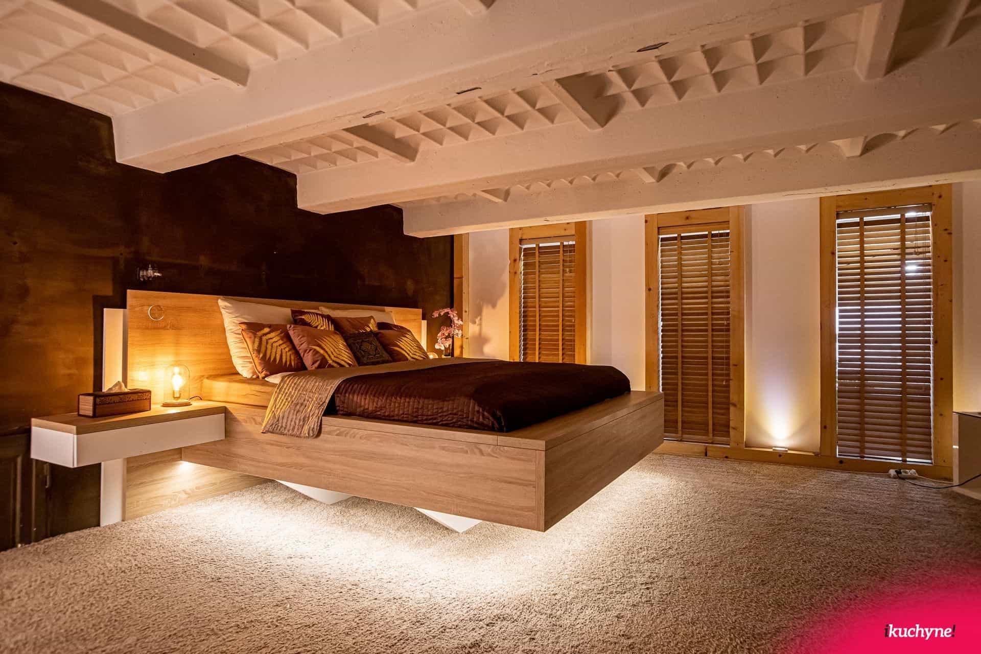 loft spalna manzelska postel ikuchyne